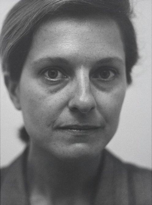 """Sandra Fortó-Fonthier, calle Pau Claris, Barcelona. Marzo 1996. Serie: """"La ciudad de la gente"""""""