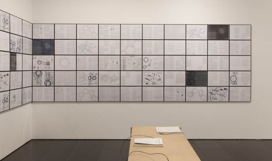 """Erick Beltrán """"El mundo explicado, Sao Paulo, Barcelona, 2008-2009 (I)"""", 2008-2009 exposat a """"Fisuras. Episodios Críticos (1957-2011). Colección MACBA"""", 2012-2013"""