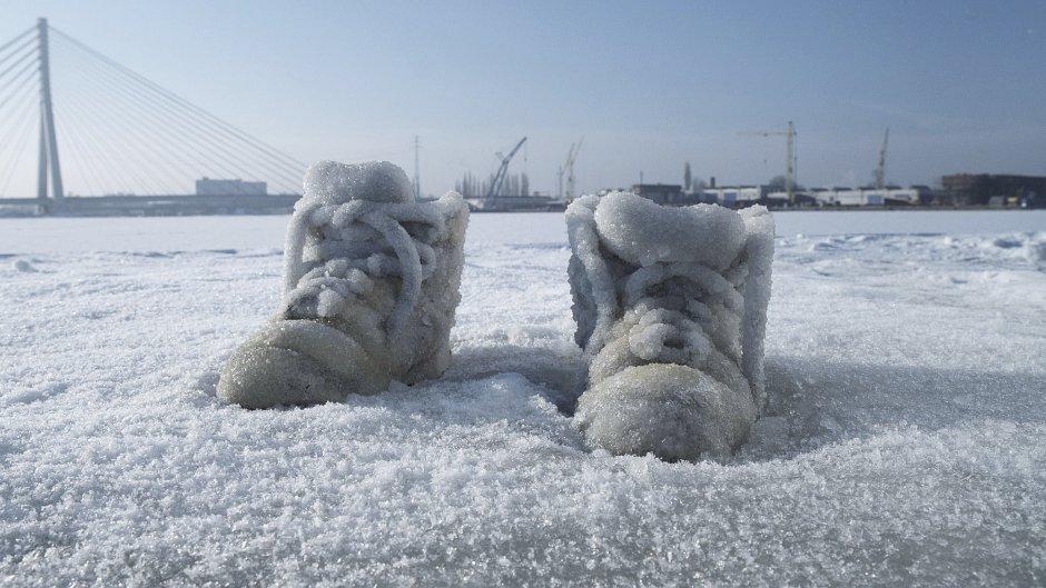 """Sigalit Landau """"Salted Lake"""", 2011"""