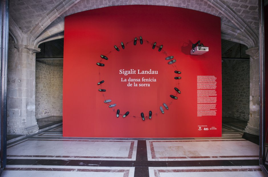 """Vistes de l'exposició """"Sigalit Landau. La dansa fenícia de la sorra"""", 2015 Foto: La Fotogràfica"""