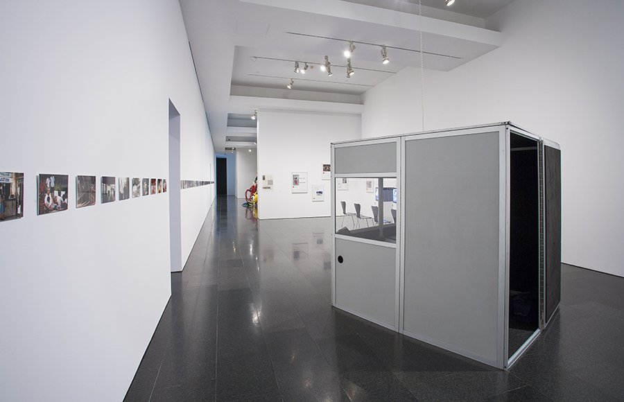'Andrea Fraser. L'1%, c'est moi' exhibition views, 2016. Foto: La Fotogràfica
