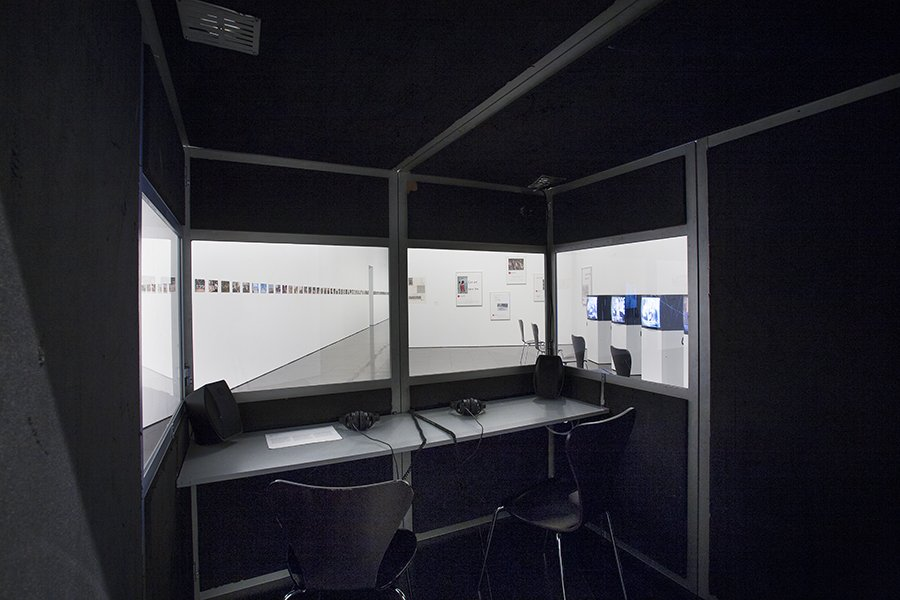 'Andrea Fraser. L'1%, c'est moi' exhibition views, 2016. Photo: La Fotogràfica