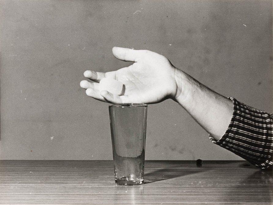 """Jordi Benito """"Transformación del hielo en agua mediante el calor del cuerpo"""",  1972"""