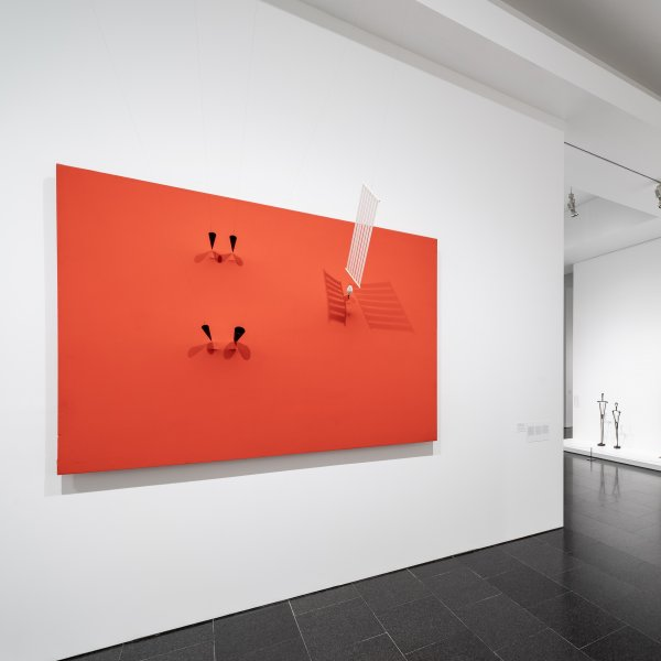 """Vistes de l'exposició """"Takis"""". Foto: Miquel Coll"""