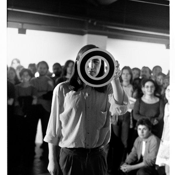 Joan Casellas Teià (Barcelona), 1960  Acció-concentració núm.2 Sala Balmes 21, Barcelona 1995 Fotografia a les sals de plata . Cortesia de l'artista / Arxiu Aire © Foto: Teresa Ramírez