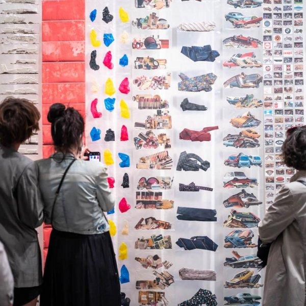 """Vista de sala de """"En temps real. La Col·lecció Rafael Tous d'art conceptual"""". Foto: Miquel Coll"""