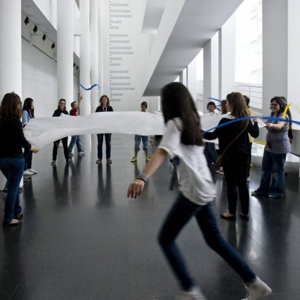 Students from the Barres i Ones Secondary School at MACBA, 2012. Foto: Gemma Planell