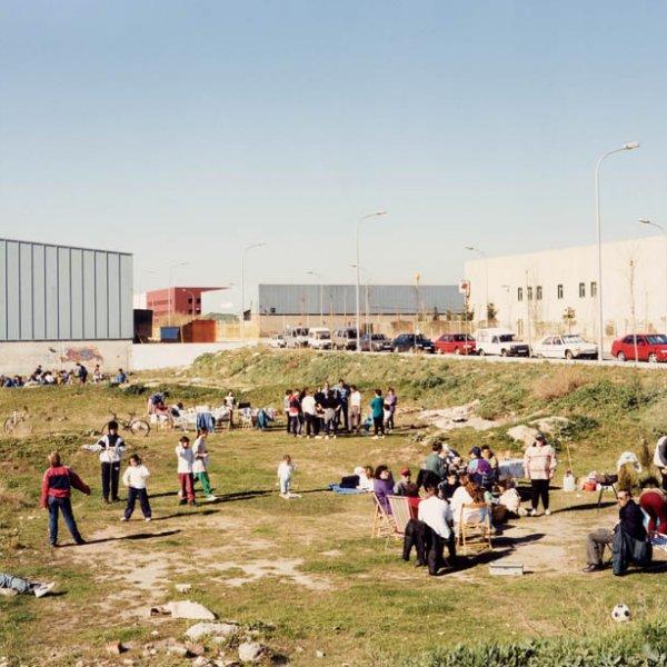 "Xavier Ribas ""Sin título (Picnic solar industrial). Serie Domingos"", 1994-1997"