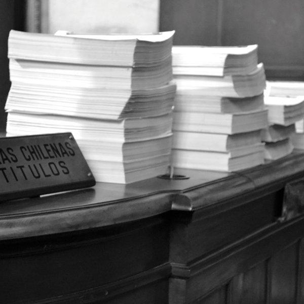 Devenir document d'art: arxiu, desclassificació i drets humans