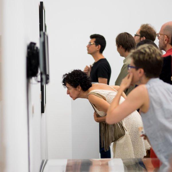 """Vistas de la exposición """"Especies de espacios"""", 2015. Foto: Miquel Coll"""