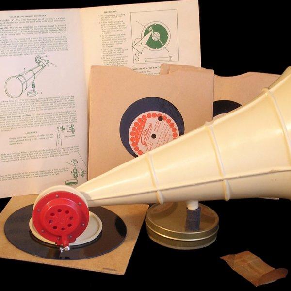 MEMORABÍLIA. Col·leccionant objectes sonors amb... Anki Toner