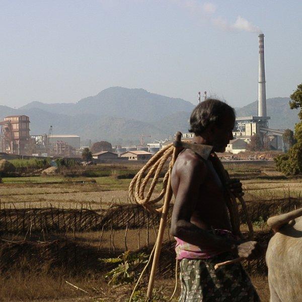 Leah Temper. Refinería de Bauxita de Vedanta en Lanjigarh, Odisha, India.