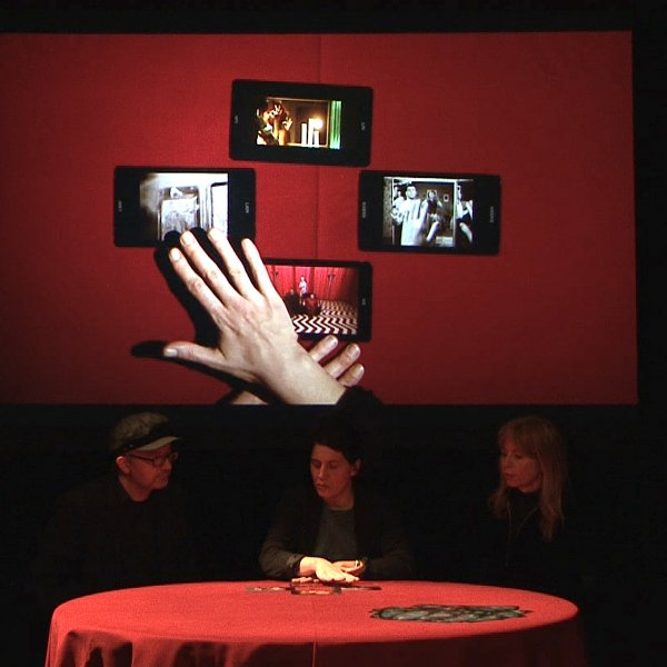 Silvia Maglioni & Graeme Thomson - Dark Matter Cinema Tarot, Nocturnal Committee # 1, captura de video. Cortesia dels artistes