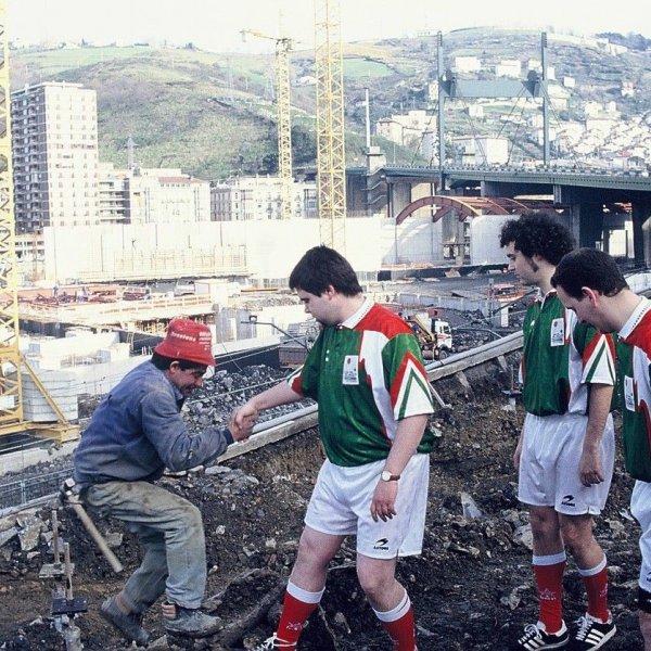 """Selección de Euskadi de Arte Conceptual (SEAC): """"Acciones de presentación"""", Bilbao, 1994. Artium de Álava. Vitoria-Gasteiz. Depósito SEAC"""