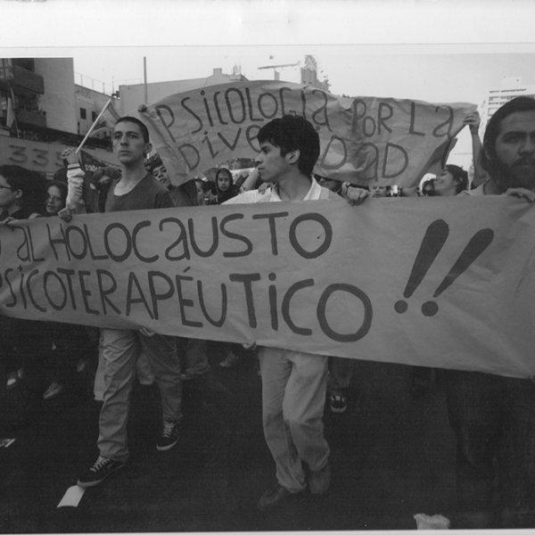 """""""Holocausto Psicoterapéutico"""". Santiago de Chile, década de los 90. Movimiento de Diversidad Sexual/ MUMS – Chile"""