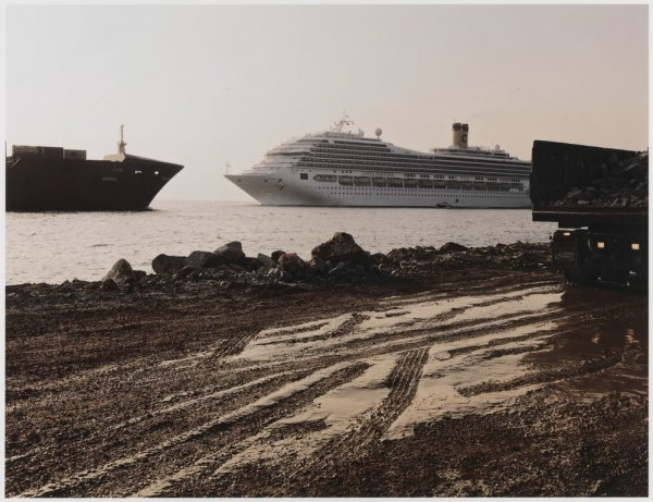 "South Breakwater under Construction, Port of Barcelona. Sèrie: ""Connexions globals"""