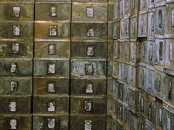 """Detail Christian Boltanski """"Réserve de Suisses morts"""", 1991"""