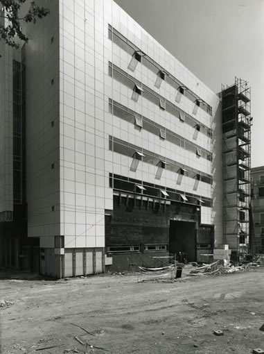 Construcció de l'edifici del MACBA. Foto: Lluís Casals
