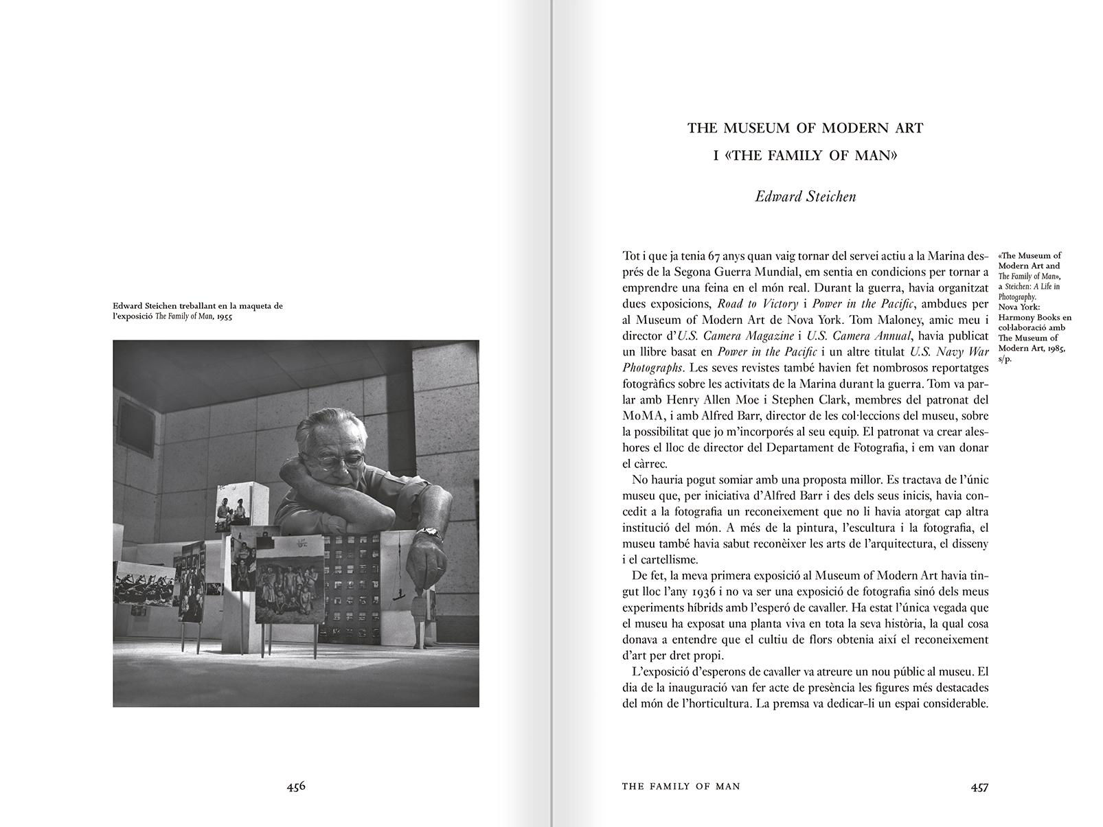 """Selección del catálogo """"Espacios fotográficos públicos. Exposiciones de propaganda, de Pressa a The Family of Man, 1928-1955"""" páginas 456 y 457"""