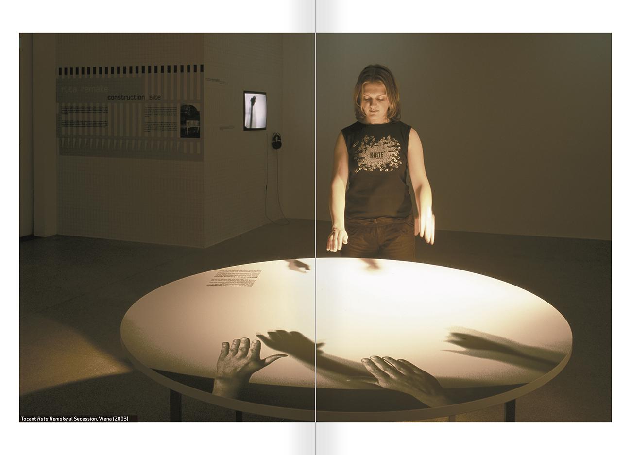 """Selecció del catàleg """"Nomeda & Gediminas Urbonas. Dispositius per a l'acció"""" pàgines 44 i 45"""
