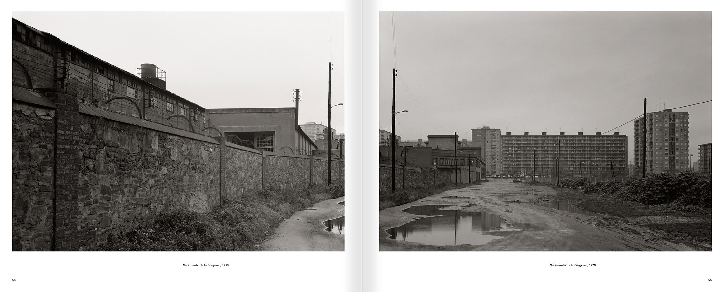 """Selecció del catàleg """"Barcelona 1978-1997. Manolo Laguillo"""" pàgines 54 i 55"""