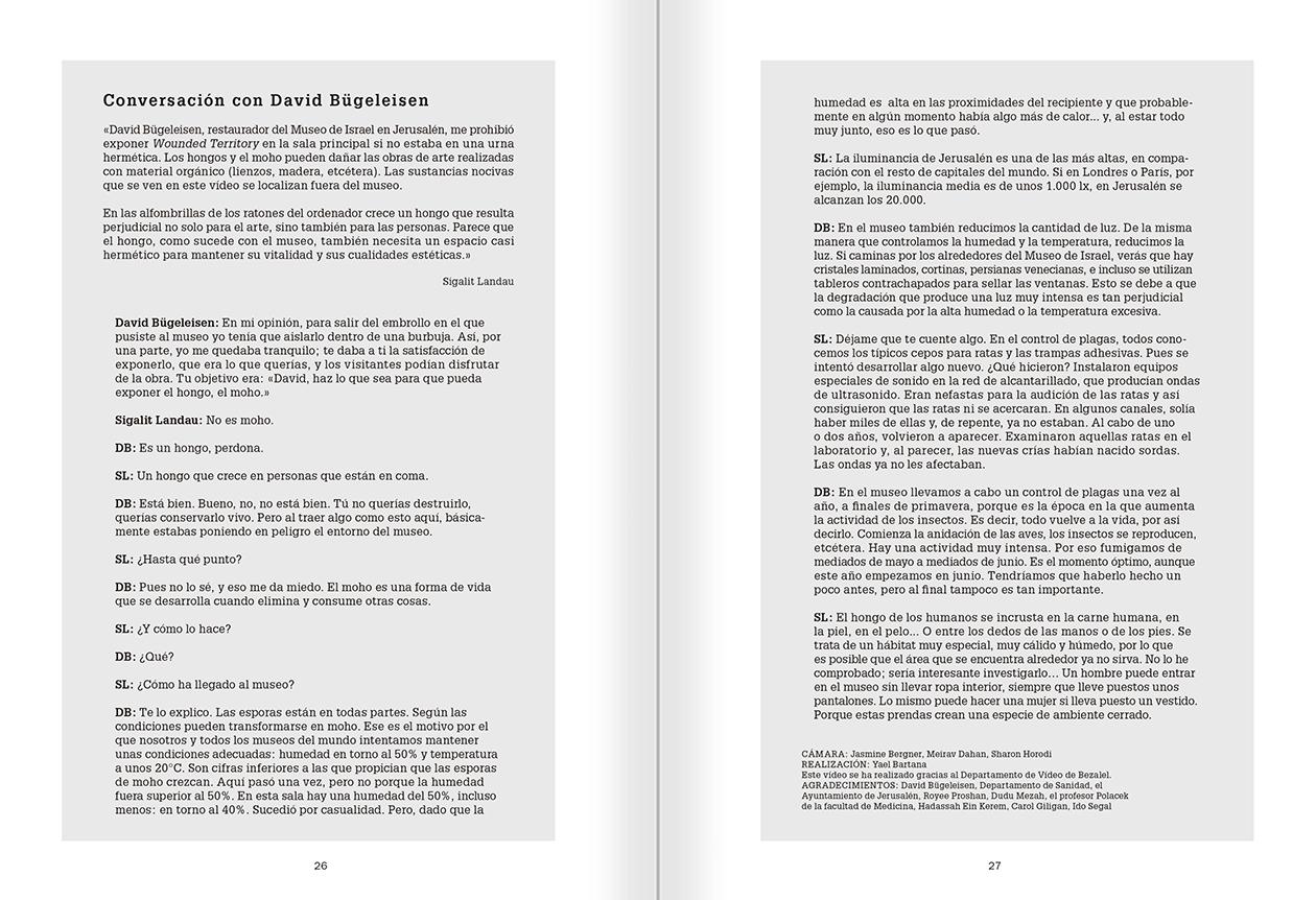 """Selección del catálogo """"La danza fenicia de la arena / Phoenician Sand Dance. Sigalit Landau"""", páginas 26 y 27"""