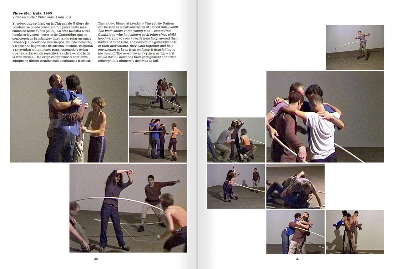 """Selecció del catàleg """"La danza fenicia de la arena / Phoenician Sand Dance. Sigalit Landau"""", pàgines 30 i 31"""