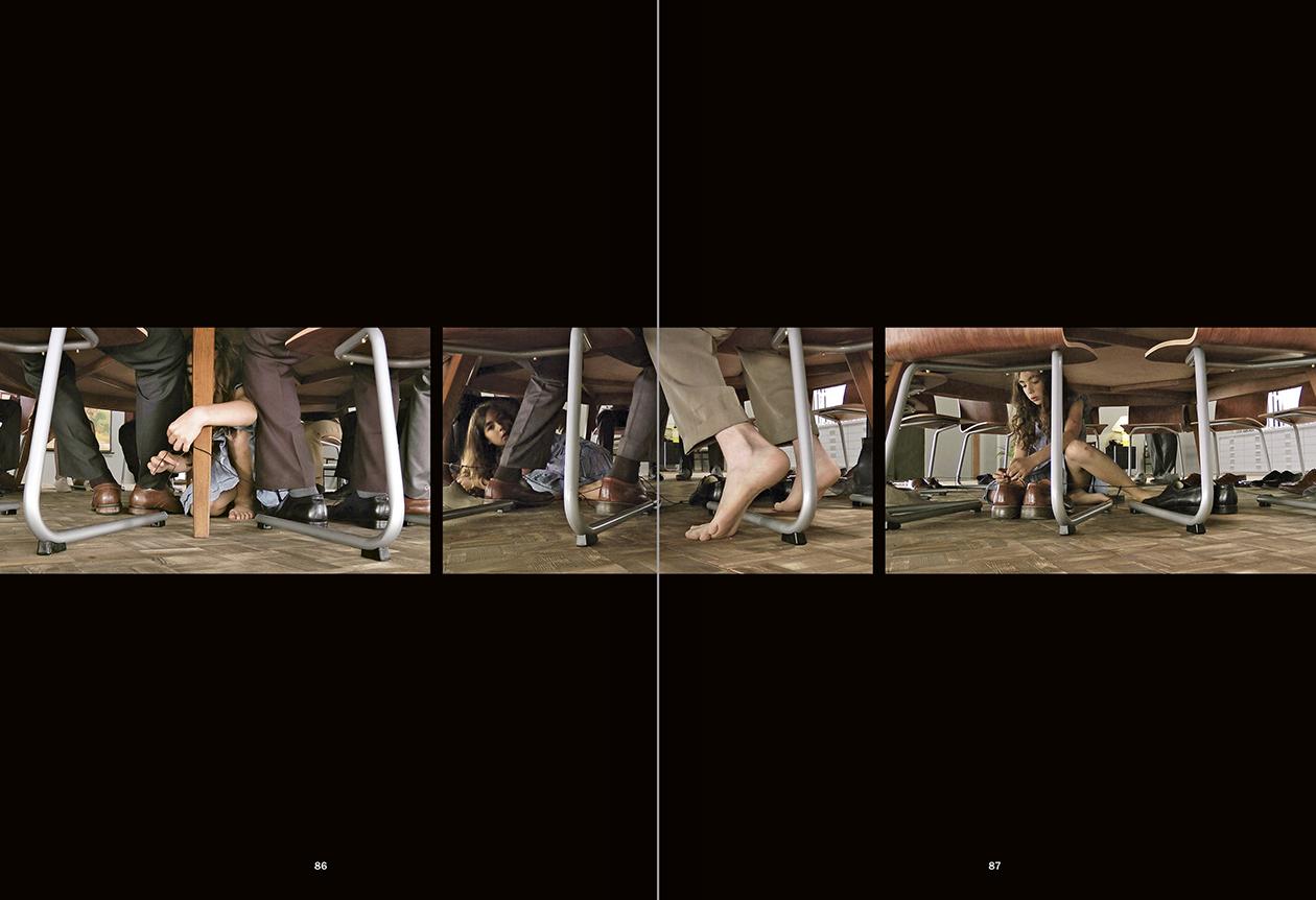 """Selecció del catàleg """"La danza fenicia de la arena / Phoenician Sand Dance. Sigalit Landau"""", pàgines 86 i 87"""