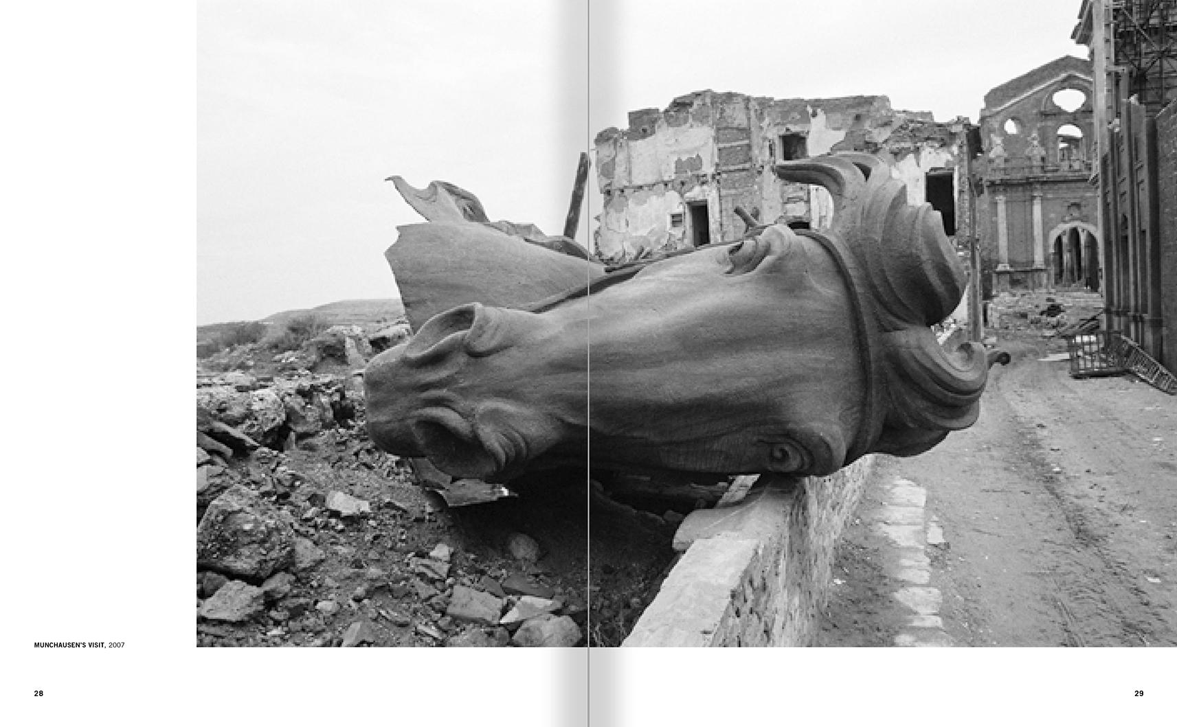 """Selecció del catàleg """"Francesc Torres. Da capo"""" pàgines 28 i 29"""